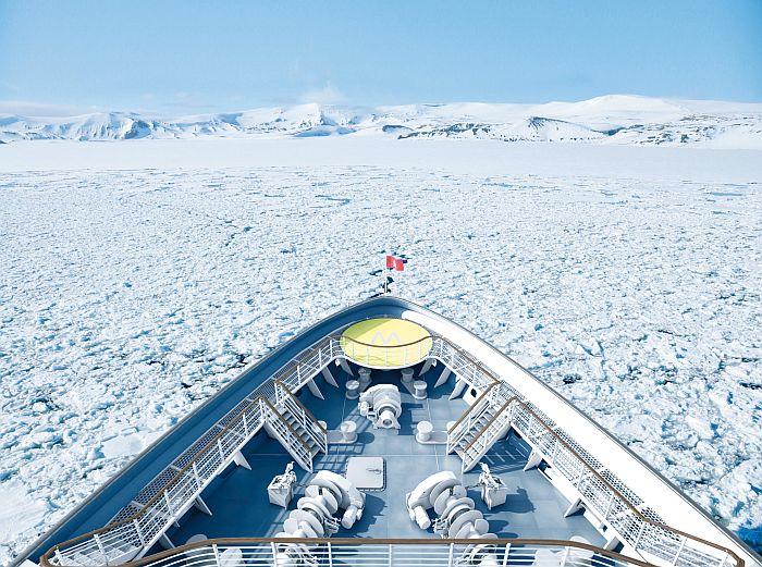 HANSEATIC insporation - panoramadek op de boeg