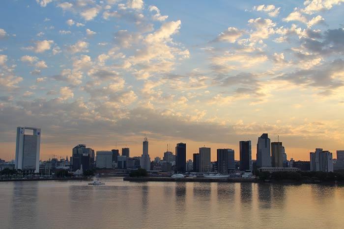 zonsondergang buenos aires bij vertrek cruiseschip