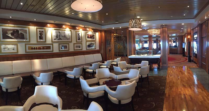 Sir Samuel's koffiebar op de Queen Mary 2 van Cunard