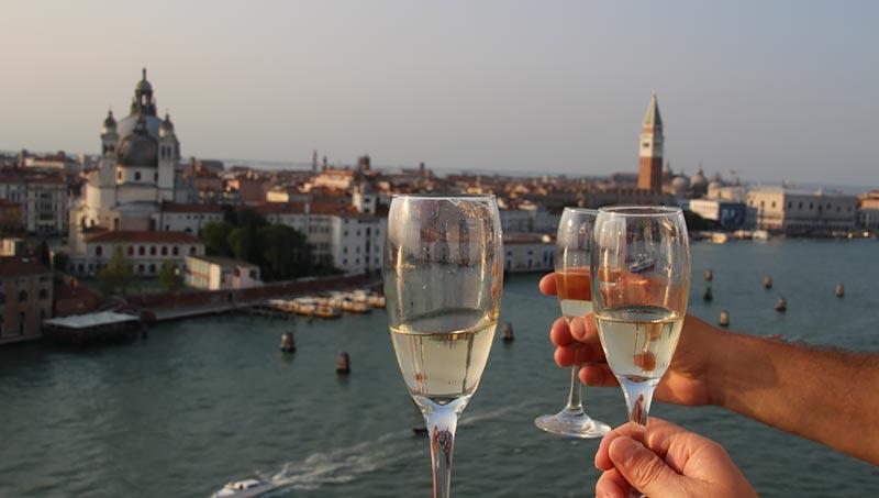 Champagne bij vertrek uit Venetië - Holland America Line