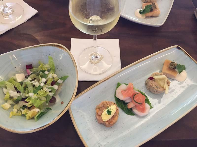 Lunch in de Carinthia Lounge op de Queen Mary 2 van Cunard