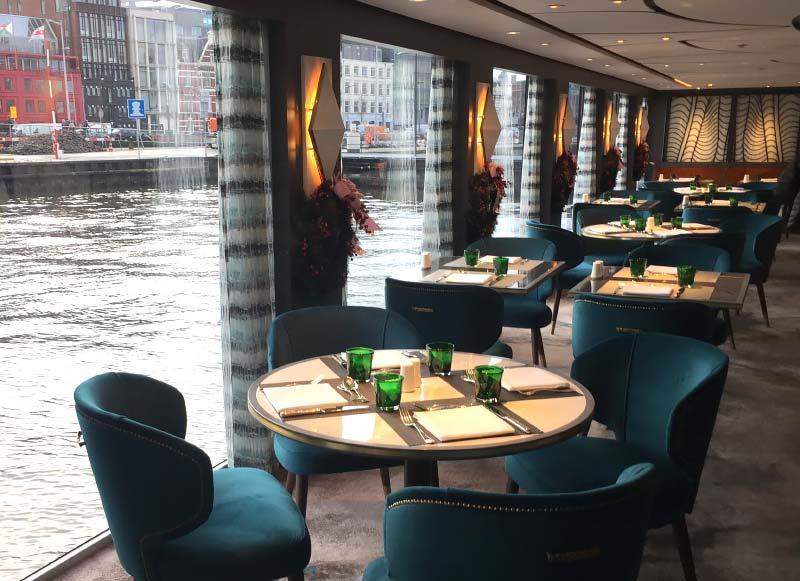 cruiseschip Crystal Bach van Crystal River Cruises in Amsterdam