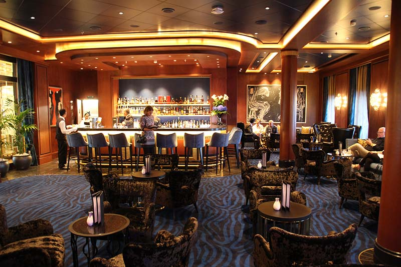 Seven Seas Explorer cocktail bar