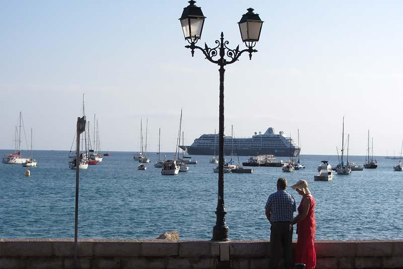 Azamara Club Cruises - cruiseschip in Villefranche