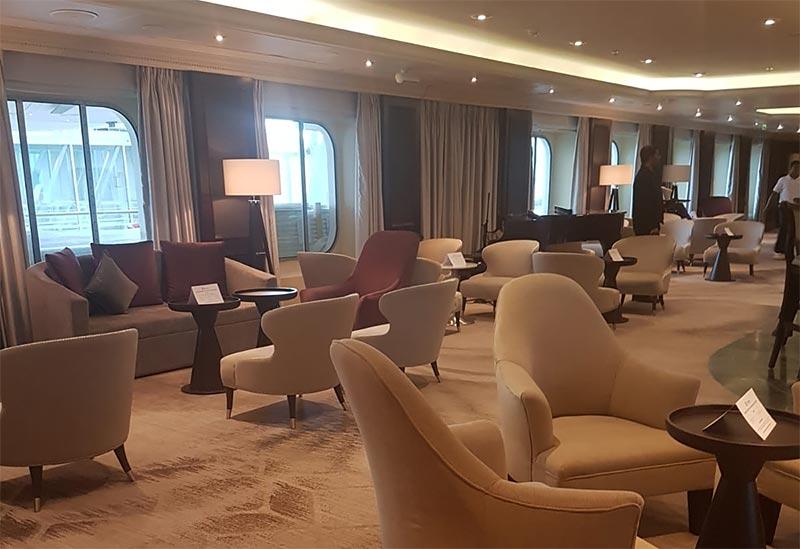 The Den lounge op de Azamara Pursuit