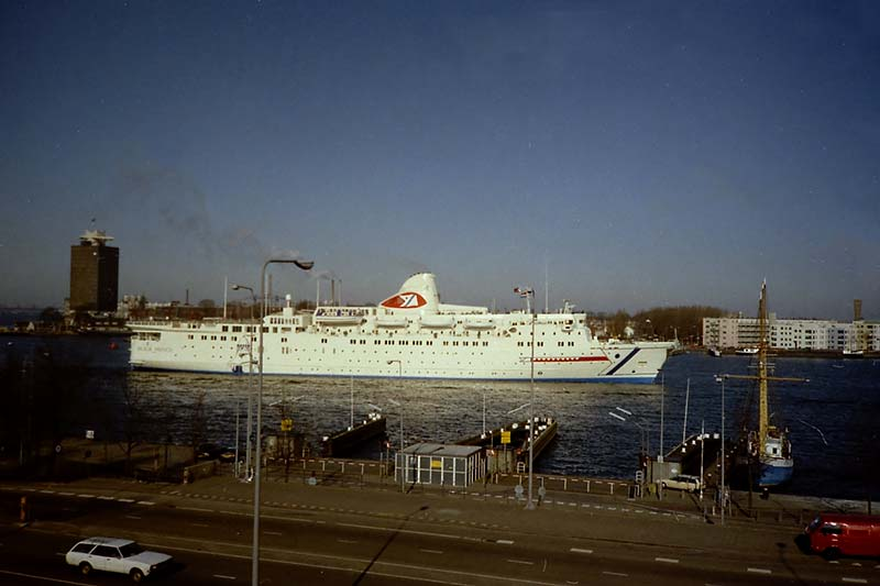 Black Prince van Fred. Olsen Cruise Lines in Amsterdam