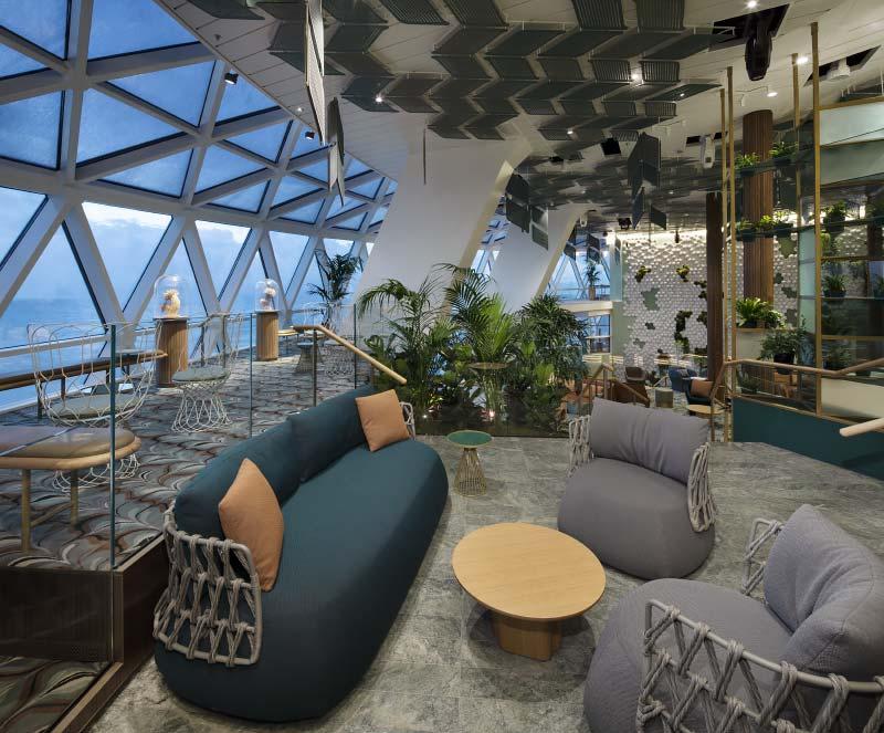 Interieurfotos van Eden lounge bar restaurant en nachtclub op cruiseschip Celebrity Edge van Celebrity Cruises