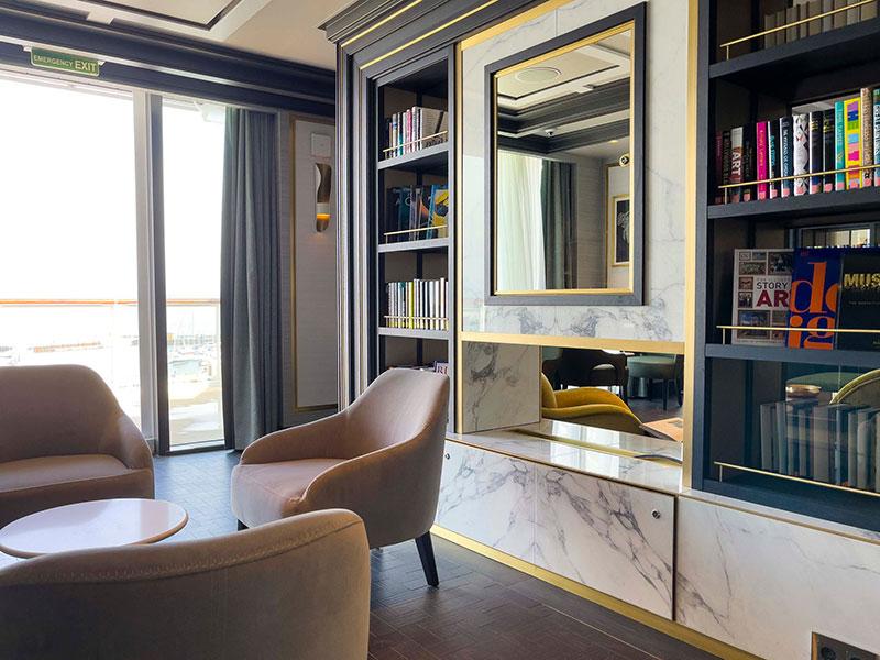 crystal endeavor crystal cruises luxe expeditieschip bibliotheek