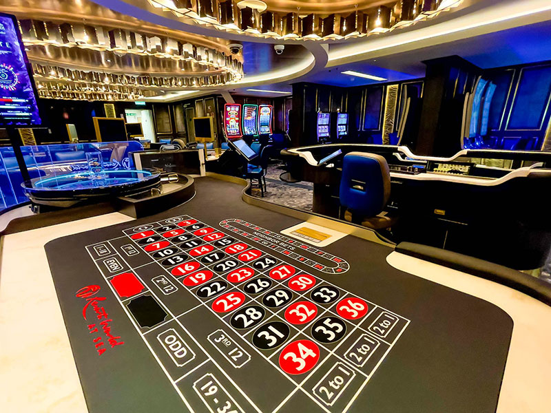 crystal endeavor crystal cruises luxe expeditieschip casino