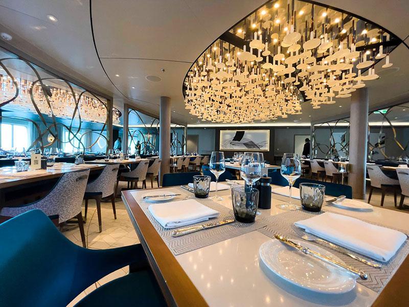 crystal endeavor crystal cruises luxe expeditieschip waterside restaurant