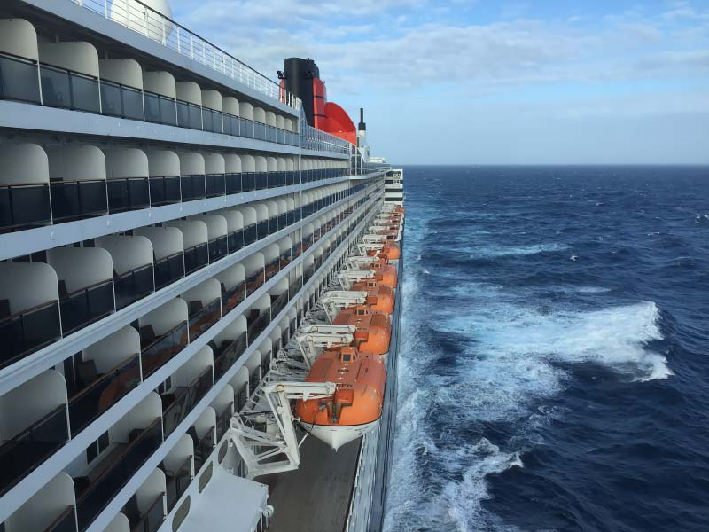 cunard queen mary 2 op zee