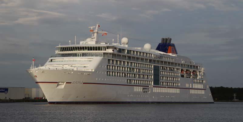 Europa 2 van Hapag-Lloyd Cruises in Amsterdam