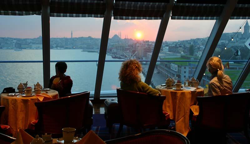 Vertrek van Nautica van Oceania Cruises uit Istanbul, Turkije