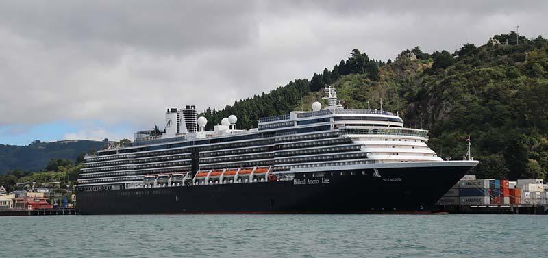 Holland America Line Noordam in Port Chalmers, Nieuw-Zeeland