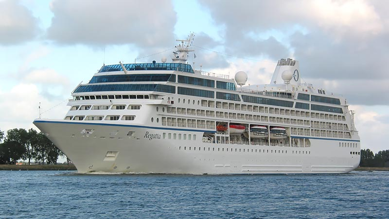 Oceania Cruises Regatta in het Noordzeekanaal