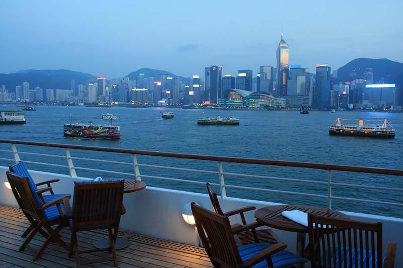 Aankomst van Seabourn Pride van Seabourn in Hong Kong