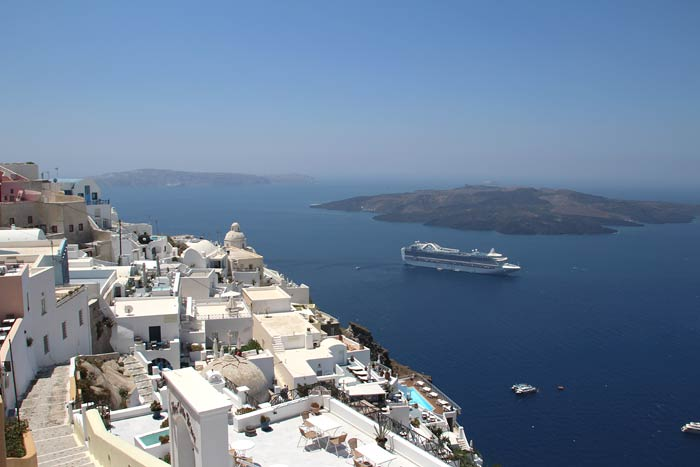 Foto's van cruiseschip Ruby Princess bij Thera, Santorini