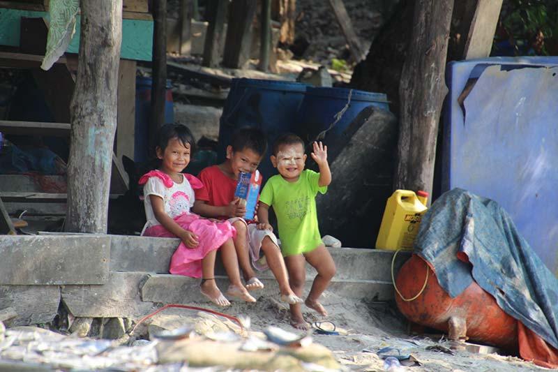 Silver Discoverer cruise schip - Moken kinderen op Bo Cho Island, Myanmar