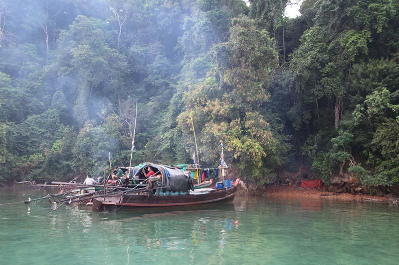 Silver Discoverer cruise schip - Zeenomaden bij Lampi Island, Myanmar
