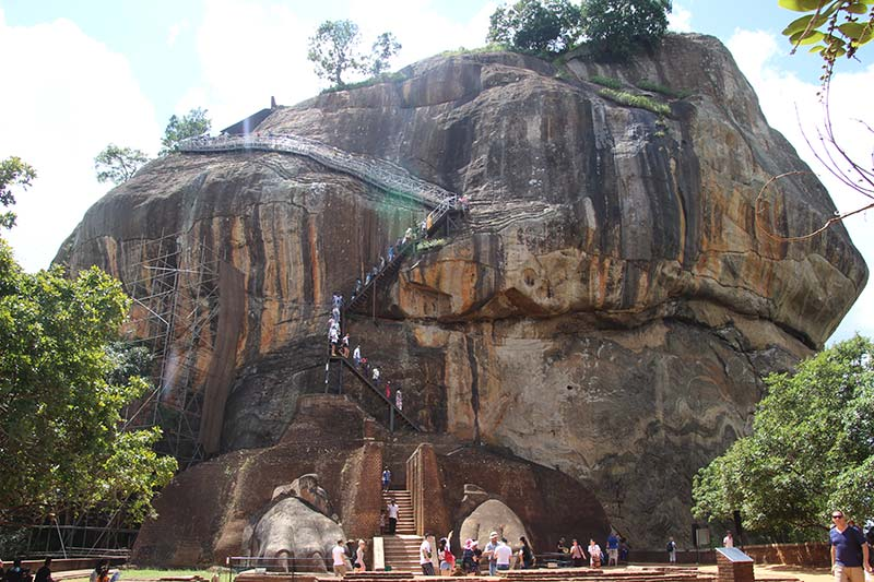 Silver Discoverer cruise schip - Sigiriya rots met trap
