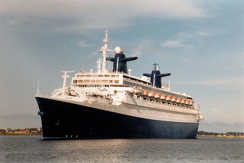Uit de fotoarchieven van VCK Cruises: schepen in en om Amsterdam