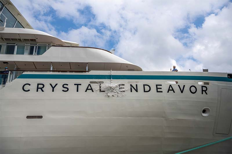 De doop van Crystal Endeavor, het meest exclusive expeditieschip