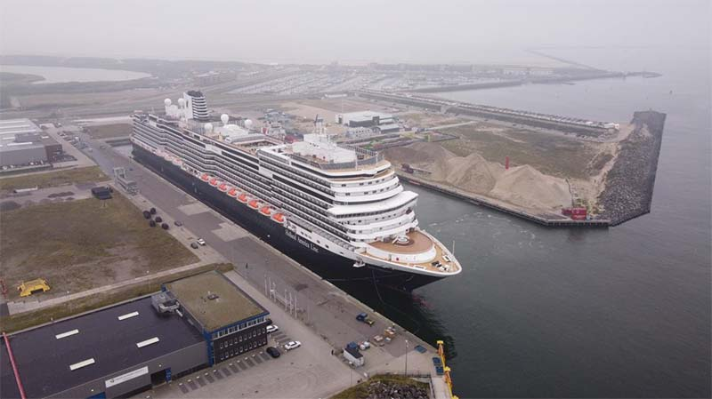 De nieuwe Rotterdam van Holland America Line komt aan in Nederland
