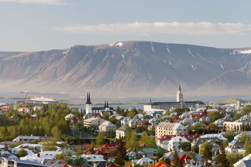 Crystal Cruises introduceert haar expeditie schip Crystal Endeavor in IJsland