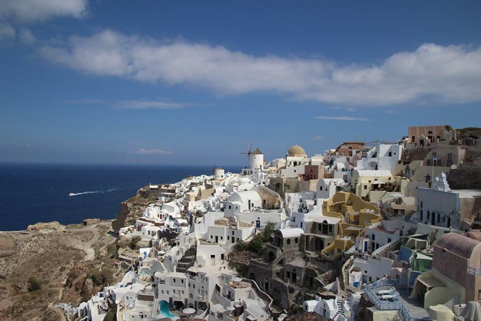 Hoe ontloop je toeristen in Santorini?