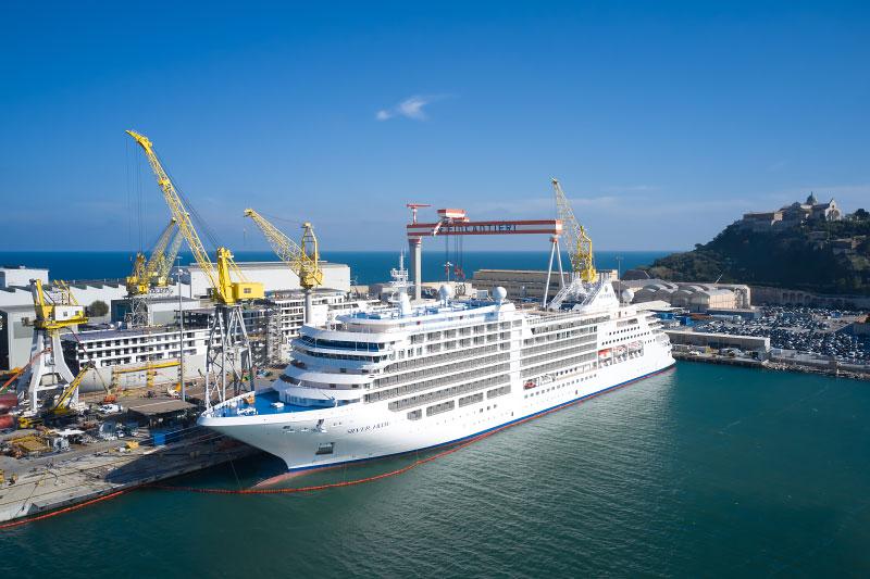 Silver Moon overgedragen aan Silversea Cruises